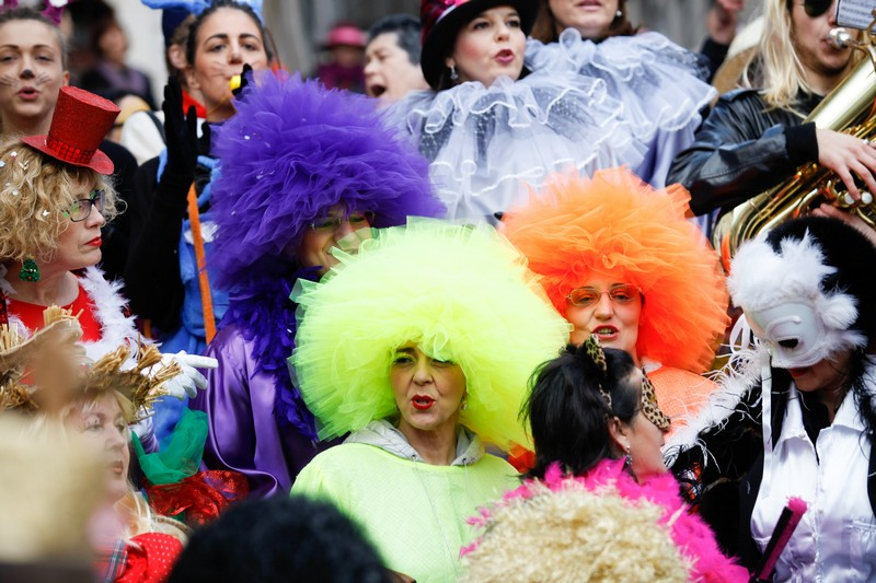 Imotski, 20160702. Maskare okupirale imotske ulice. Od poznatih lica pojavili su se Velimir Bijanec, Mirajana Rakic, Zuzi Jelinek i dr. Na fotografiji: cupke. Foto: Branimir Boban / CROPIX