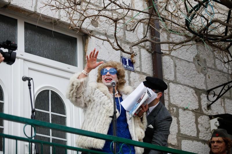 Imotski, 20160702. Maskare okupirale imotske ulice. Od poznatih lica pojavili su se Velimir Bijanec, Mirajana Rakic, Zuzi Jelinek i dr. Na fotografiji: Zuzi Jelinek. Foto: Branimir Boban / CROPIX