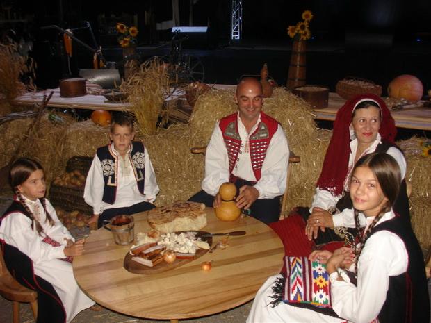 detalj sa smotre izvornog hrvatskog folklora